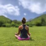 深呼吸するだけで肩甲骨まわりを緩める方法もアリかもしれない